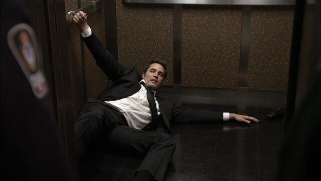 File:1x02 cuffed to an elevator.jpg