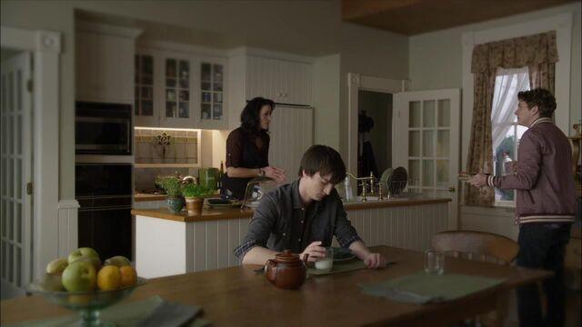File:1x02 family huh.jpg