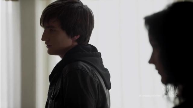 File:1x01 Julian 01.png