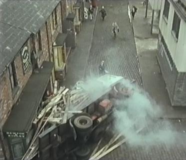 File:Lorry crash.jpg