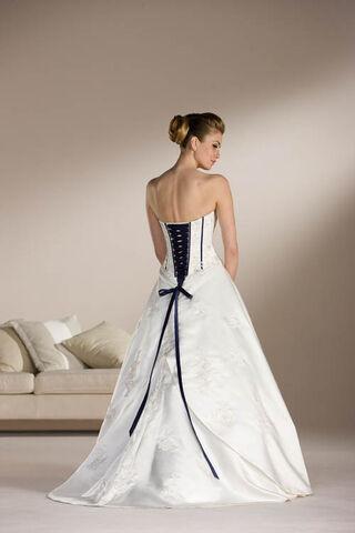 File:Plus-size-corset-wedding-dresses.jpg