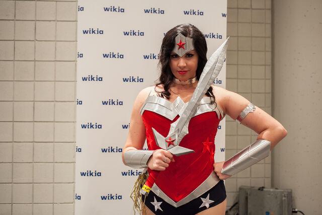 File:WonderWoman52 NYCC.jpg
