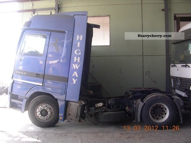 File:Mercedes benz 1853 ls v8 accident year 2001 2001 1 lgw.jpg