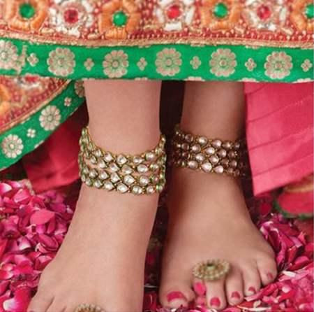 File:Feet dressed like Laxmi.png