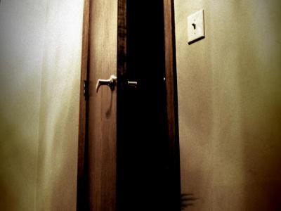 File:Bedroom-closet.jpg
