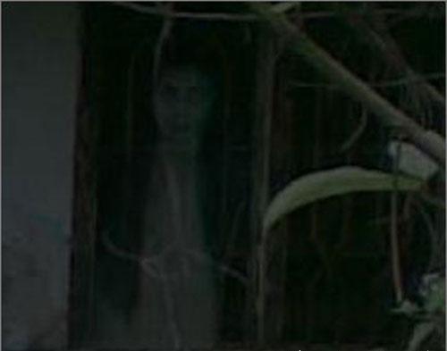File:Ghost-girl-in-window-lady-dracula.jpg