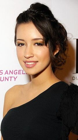 Archivo:337px-Christian Serratos 2009.jpg