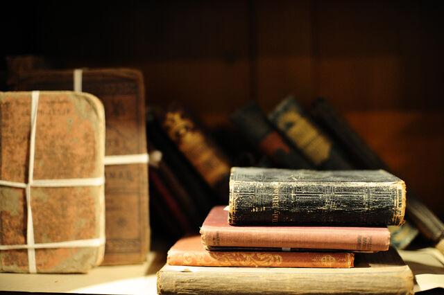 Ficheiro:Old+books-8986.jpg