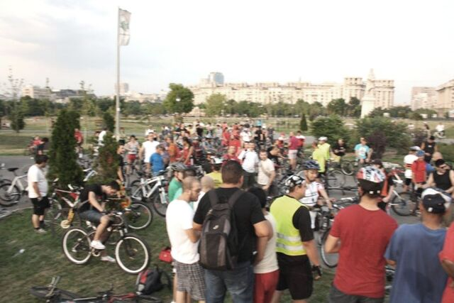 File:Masa Critică Bucureşti - Iulie 2011b.jpg