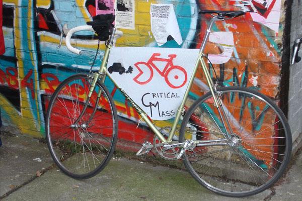File:Critical Mass Berlin - Februar 2007.jpg