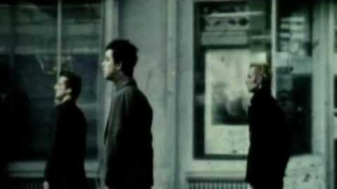 Green Day -Boulevard of broken dreams- Official Video-0