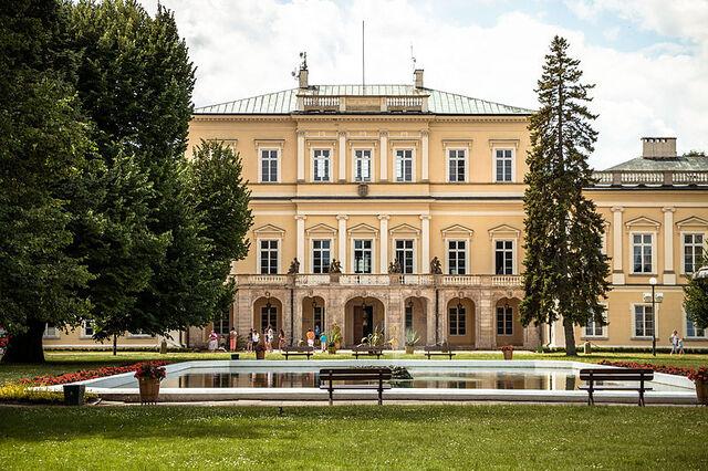 File:Pałac, Puławy.jpg