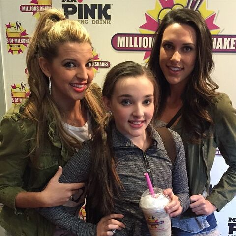 File:Kendall and sisters after classes at The Edge 2015-02-02.jpg