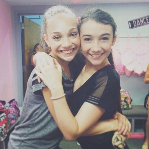 File:Maddie Ziegler and Kamryn Beck on 2015-06-25.jpg