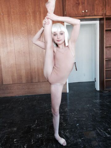 File:Maddie in Chandelier rehearsal.jpg