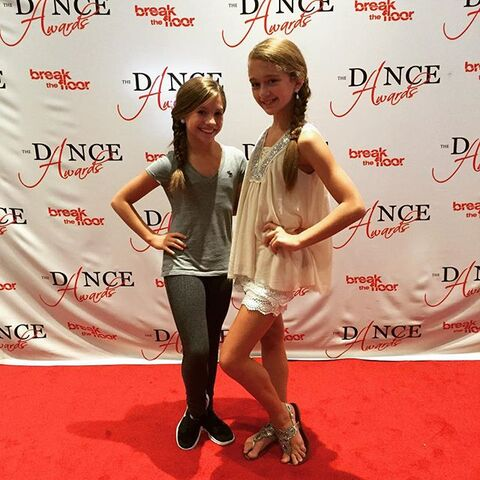 File:Mackenzie and BrookeK - TDA NYC 2015.jpg