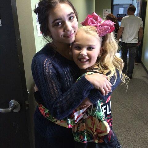 File:JoJo with RowanBlanchard set of GirlMeetsWorld.jpg