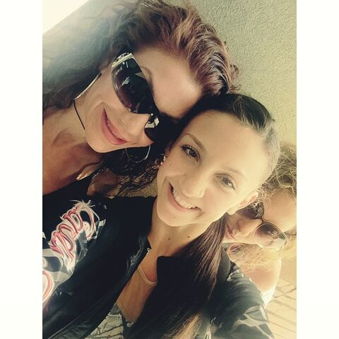 File:Renee and Tessa Wilkinson 2015-05-30.jpg