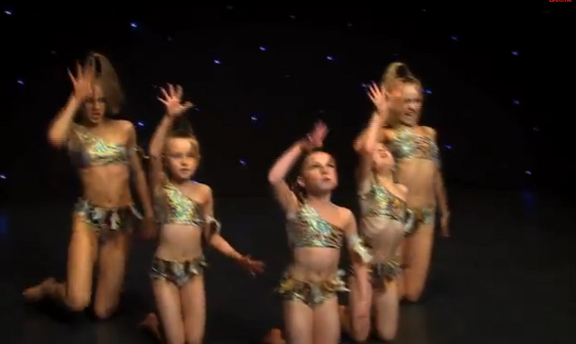 File:Dance Mums group 6.png