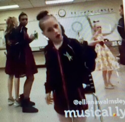 File:Group dance prep.jpg