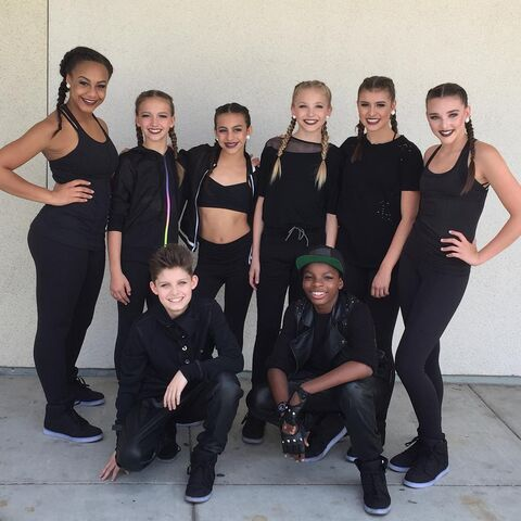 File:630 Elite Group Dance Members.jpg