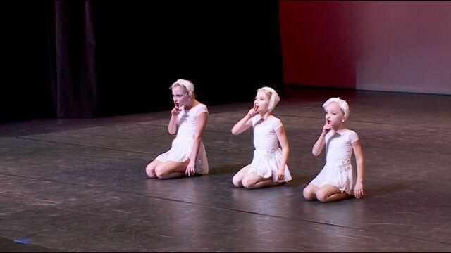 File:705 Elliana Lilliana Maesi Trio (5).jpg