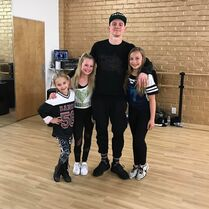 719 Lilliana and Maesi in Hip Hop class