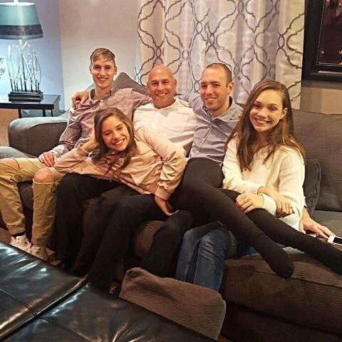 File:Ziegler family Thanksgiving 2016.jpg
