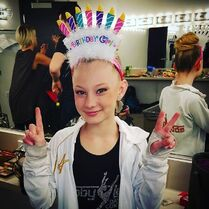 720 Maesi birthday hat