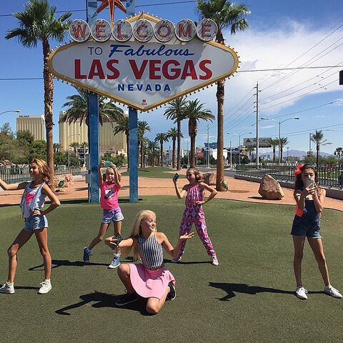 File:JoJo with squad - Las Vegas - 2015-06-13 - show and music video filming.jpg