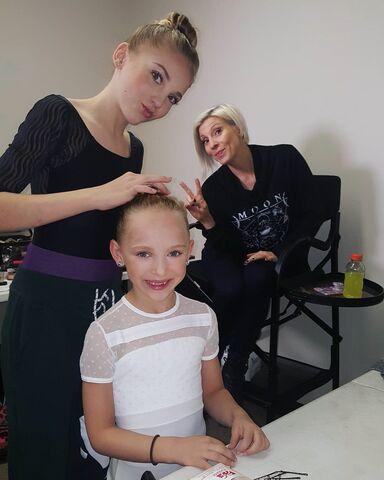File:712 Brynn and Lilliana getting ready.jpg