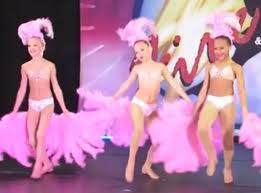 File:Fans dance moms.jpg