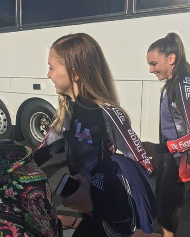 File:703 Brynn and Kendall arriving.jpg