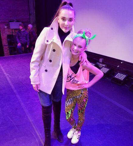 File:713 Kendall and Maesi at MV premiere.jpg