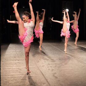 724 HQ - Group Dance (1)