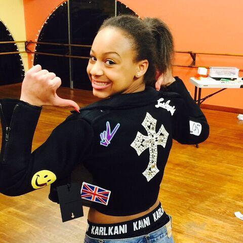 File:Nia in jacket 2015-02-03.jpg