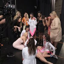 724 HQ - Team backstage (1)