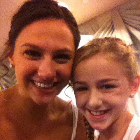 File:Nina Linhart with Chloe Lukasiak.jpg
