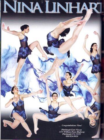 File:Nina Linhart 2013 Recital B.jpg