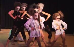 Episode5-groupdance