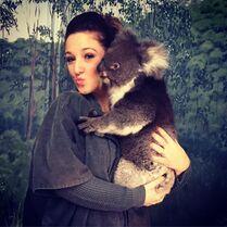 Gianna and koala 2015-03-17