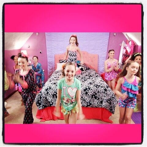 File:Girl Party Video Mack Z via therealabbylee.jpg