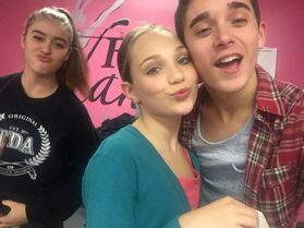 Nick Dobbs twitter 27Oct2014 Maddie and Kalani