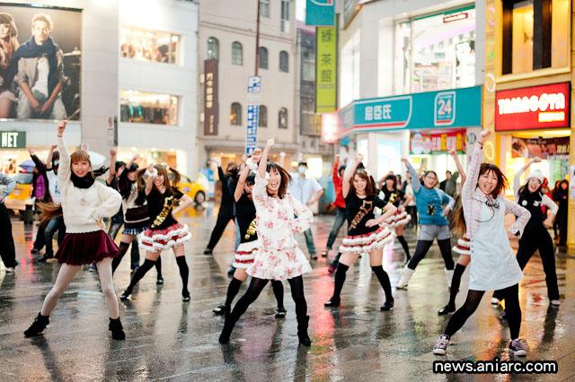 File:2011-12-22-danceroid-flashmob-351.jpg