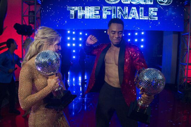 File:Rashad and Emma S24 Week 10 Finale Night 2 3.jpg