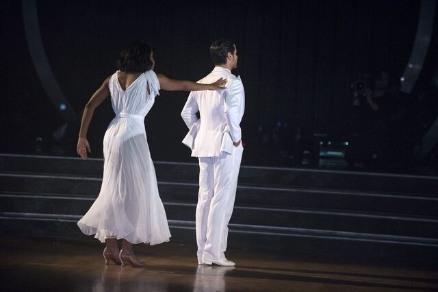 File:Normani and Val S24 Week 10 Finale Night 1 Freestyle 3.jpg