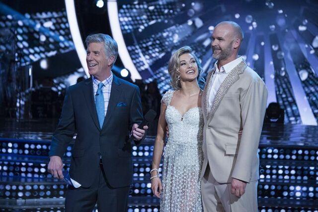 File:David and Lindsay S24 Week 10 Finale Night 1 Viennese Waltz 6.jpg