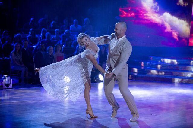 File:David and Lindsay S24 Week 10 Finale Night 1 Viennese Waltz 4.jpg