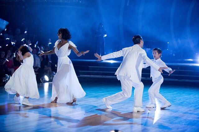 File:Normani and Val S24 Week 10 Finale Night 1 Freestyle 4.jpg