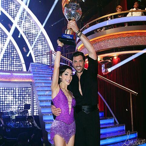 File:Snooki-DWTS-Season-18-meryl-davis-maksim-chmerkovskiy-win-mirror-ball-trophy-600x600.jpg